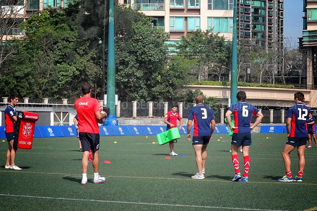 En una carrera contra el tiempo, Chile prepara sus partidos en Hong Kong